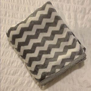 Grey & White Chevron Plush Throw